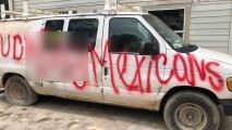 """""""Nos han matado a tres perros"""": Familia hispana recibe amenazas de muerte en grafitis pintados en su casa y camioneta"""