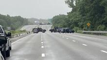 """Policía de Massachusetts arresta a 11 hombres armados que """"no reconocen la ley"""" en la Interestatal 95"""