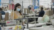 Costurera hispana es nombrada empleada del año entre más de 1,000 trabajadores con discapacidad visual
