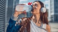 ¿Estás tomando suficiente agua? Mantente seguro en el calor del verano con estos consejos de hidratación