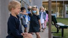 ¿Tu hijo estuvo expuesto al coronavirus?: tú decides si lo mandas al colegio en Florida o cumple cuarentena