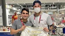 Gignac y Thauvin reparten fotos a atletas mexicanos en Tokyo