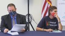 Entablan demanda contra el gobernador Doug Ducey por cancelación anticipada de beneficios por desempleo