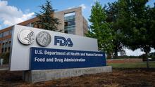 FDA discutirá la aprobación de una vacuna de refuerzo de Moderna y Johnson & Johnson