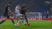 ¡'Tecatito' Corona saca jugada de fantasía ante Manchester City!