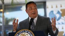 El jefe de la policía de Miami y varios comisionados de la ciudad intercambian acusaciones