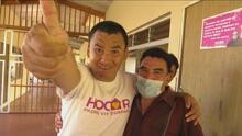 Este hombre ha dedicado su vida a cuidar niños abandonados y enfermos