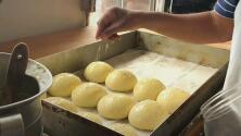 Felipe Enciso produce desde el pan dulce que se consume cada día hasta un apetecido pan de hamburguesa