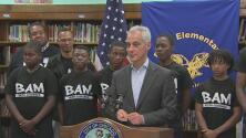 Alcalde Emanuel anuncia millonaria inversión para la expansión de programas de mentoría a jóvenes