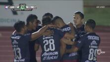 De un cabezazo, Marín anota el 1-0 para Chivas