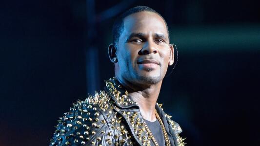 R. Kelly fue declarado culpable de crimen organizado y tráfico sexual