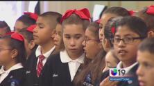 Alumnos piden incluir deportaciones en libros de historia