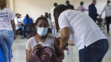 Pese a las distintas opiniones, República Dominicana empieza a aplicar terceras dosis de la vacuna contra el coronavirus