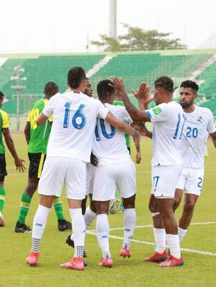 Panamá se impone a Dominica 2-1 en las eliminatorias de la CONCACAF rumbo a Catar 2022. El primer tanto fue un autogol de Briel Thomas, seguido de un gol de José Fajardo para darle el triunfo a los panameños. El gol en solitario para los dominicos fue por parte de Audel Laville, durante la primera ronda del Grupo D.