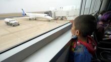 Reportan llegada de niños inmigrantes a Nueva York en vuelos chárter desde Texas