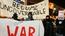 Violentas protestas en la U.C. Berkeley por la conferencia del editor de la web supremacista blanca Breitbart News