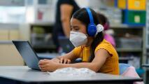 Familias demandan a California por la brecha educativa que la pandemia ha creado en niños latinos