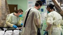 El alto precio de no estar vacunado: contagiados con coronavirus siguen representando millonarios costos