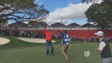 Un aficionado les dio una lección a los golfistas profesionales con un gran putt