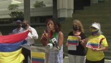 """""""Usan fuerza desproporcionada"""": colombianos en Florida rechazan el abuso policial contra manifestantes en su país"""
