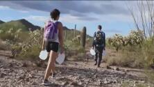 Retiran los cargos a voluntarios proinmigrantes por ingresar a un refugio en Arizona