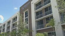 Hialeah entrega apartamentos a 83 familias bajo el programa de vivienda de plan 8