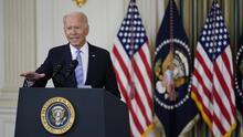 """""""Es una vergüenza y van a pagar"""": Biden condena  manejo de migrantes haitianos en la frontera por agentes a caballo"""