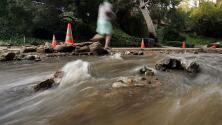 Por la fuerte tormenta, advierten sobre el riesgo de deslaves en carreteras de Los Ángeles