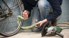 Buscan a ladrón captado en video robando una bicicleta en el condado de Marin