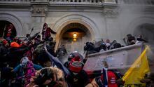 Policía del Capitolio es acusado de ayudar a participante en el asalto el pasado 6 de enero