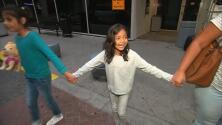Se reencontraron la pequeña Jimena y su madre después de ser separadas en la frontera con México