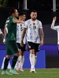 Con un asombroso hat trick de Lionel Messi, Argentina golea 3-0 a Bolivia y se sitúan en la segunda plaza de manera solitaria.