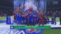 ¡Celebración total! Cruz Azul levanta su trofeo de campeón
