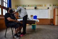 Así avanza la vacunación contra el coronavirus entre el personal del LAUSD