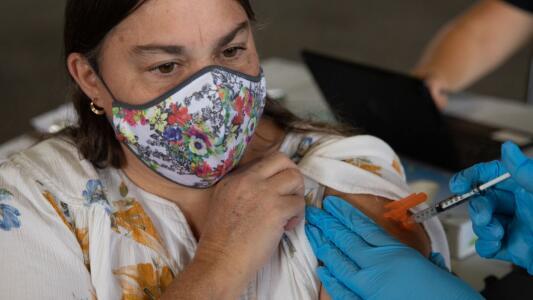 En un minuto: En duda el plan de refuerzo de vacunación contra el covid-19 a la espera de los reguladores