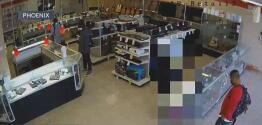 Buscan a ladrones que robaron una casa de empeño en Phoenix