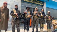Talibanes declaran la victoria desde el aeropuerto de Kabul y toman equipos militares dejados por los soldados de EEUU