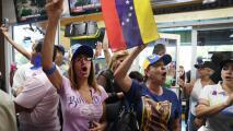 """""""Esto marca una gran victoria"""": gobierno de Biden otorga TPS a los venezolanos en EEUU por 18 meses"""