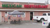 Captan en video momento en que hombre armado entra a restaurante mexicano en Austin y hace amenazas