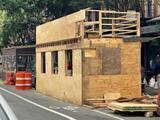 Restaurante de NYC detiene la construcción de una estructura de dos pisos tras quejas de vecinos