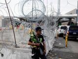 Trump da marcha atrás a su amenaza de cerrar la frontera con México y ahora da un plazo de un año
