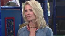 """""""Uno de mis niños sufrió mucho"""": esposa del gobernador Newsom habla sobre ayudas a los jóvenes tras la pandemia"""