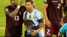 ¡Todo sea por Messi! Invaden cancha tras el Venezuela vs. Argentina