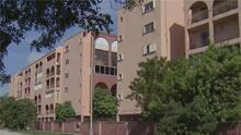 Vecinos de un condominio en Hialeah se quejan por una deuda que les está cobrando la asociación