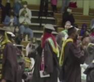 La mejor noticia para los graduados: universidad les perdona deuda estudiantil
