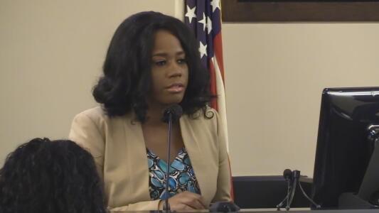 """Testifica la exnovia de Otis McKane en juicio: asegura que es """"irresponsable y violento"""""""