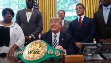 Trump desata apuestas previo a su debut como comentarista de boxeo