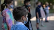 Igual que en 2020, pero agravado: niños menores de 12 años regresan a clases en Texas sin vacuna y sin restricciones