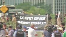 Comienza la marcha contra la violencia que pretende cerrar el paso al aeropuerto de Chicago