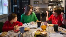 ¿Cómo puedes ayudar a tus hijos a tener amor propio y una autoestima alta? Una experta te aconseja